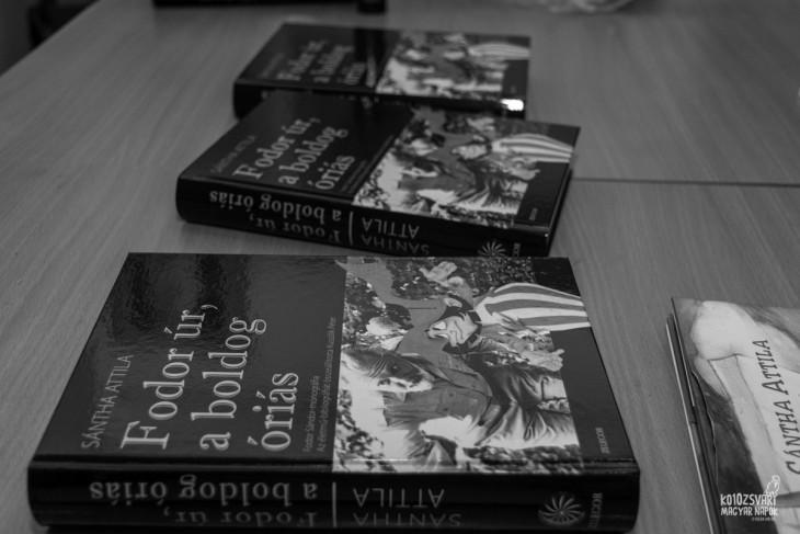 Sántha Attila - Fodor úr, a boldog óriás című könyve. Fotó: helikon.ro-