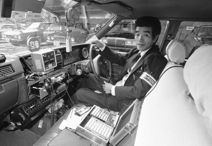 timline.com-Egy oszakai taxisofőr autós karaoke rendszere.