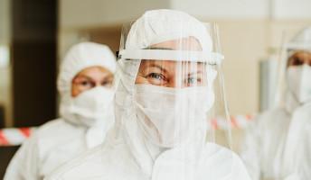 Döme Barbara: A lány és a PCR-teszt