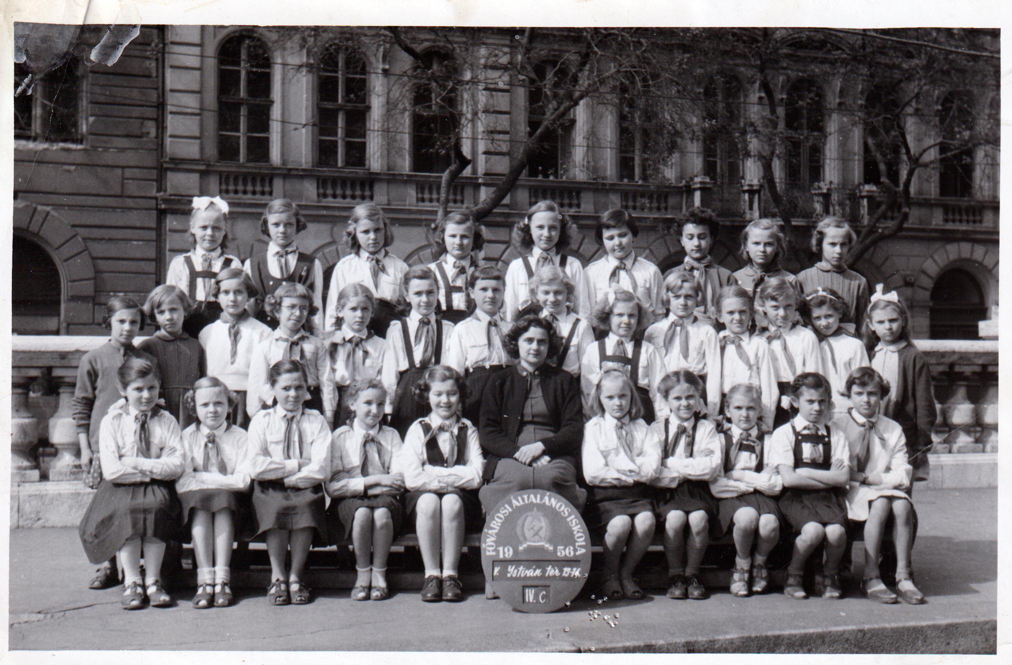 Káplán László, Kézai Simon Program-Osztálykép 1956-ból, lánytagozat, Budapest, Szent István tér