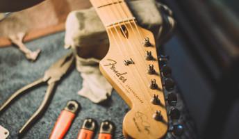 Kórház a város szélén – Kovács Zoltán Guitar Clinic