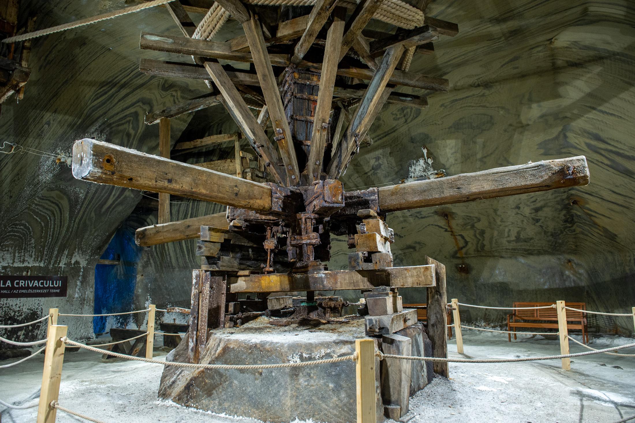-Az egykori, lovak által hajtott kiemelő szerkezet a József bánya tetején
