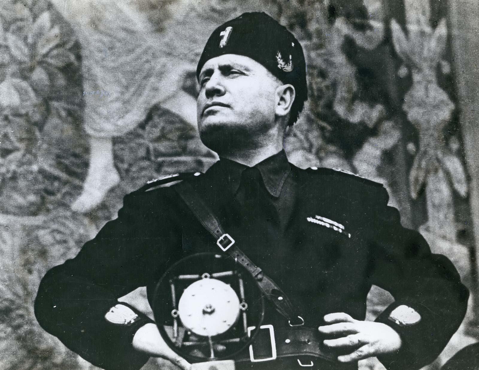 Britannica-Benito Mussolini