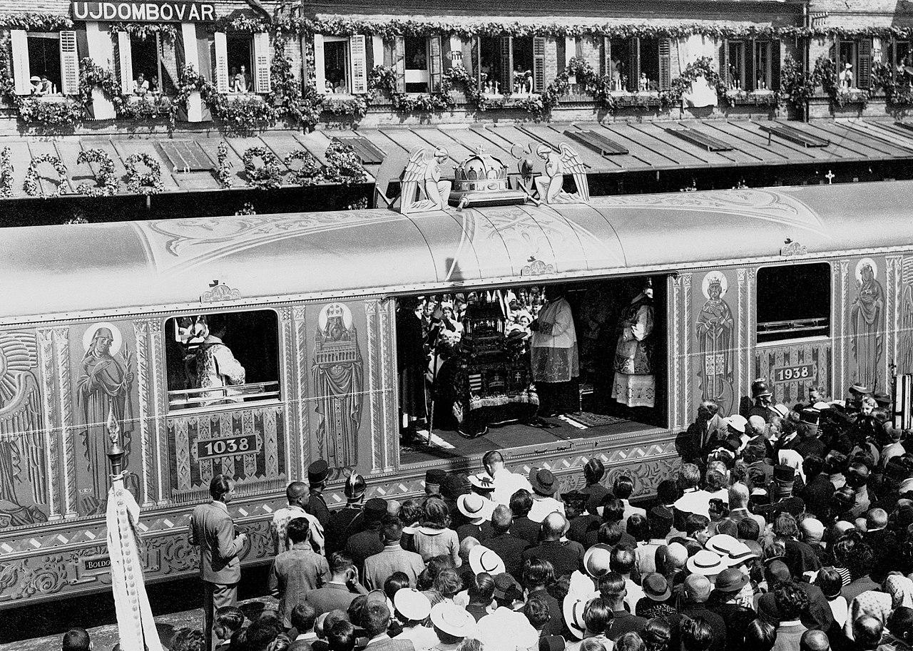 Fortepan / Erky-Nagy Tibor-Az ereklyét 1938-ban körbehordozták az országban, a Szent Jobbot szállító különvonat egy állomáson