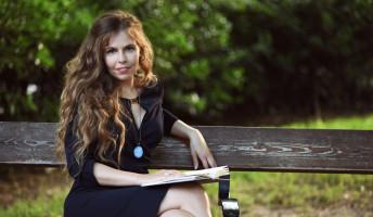 Új verseskötete jelent meg Viola Szandrának