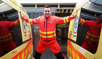 Önkéntes mentős Újpest színeiben