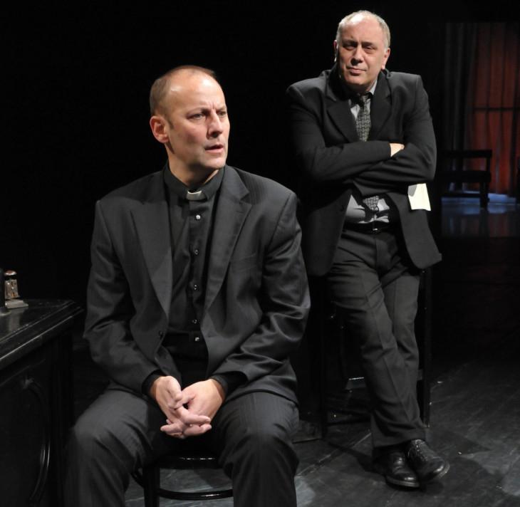 Szigligeti Színház-Az Isten nem szerencsejátékos című színdarab egy jelenete a Szigligeti Színházban (Tóth Tamás és Karczag Ferenc).
