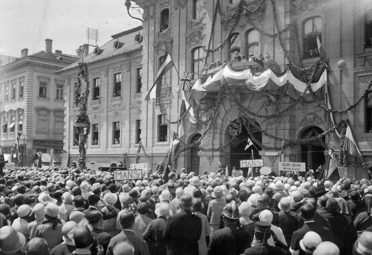 Fortepan/ Fődi Gábor-A békeszerződés elleni tüntetés Szegeden 1920-ban