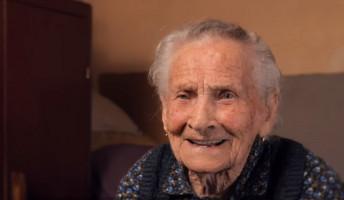 Egy 102 éves asszony titka és egyéb történetek