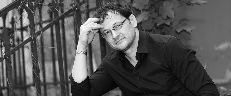 Két új kötettel készül olvasóinak Kürti László