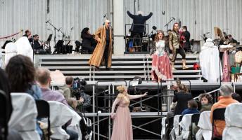 Utcára kerülnek a német dalszínházak