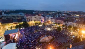 Erdélyi magyar író bárki lehet