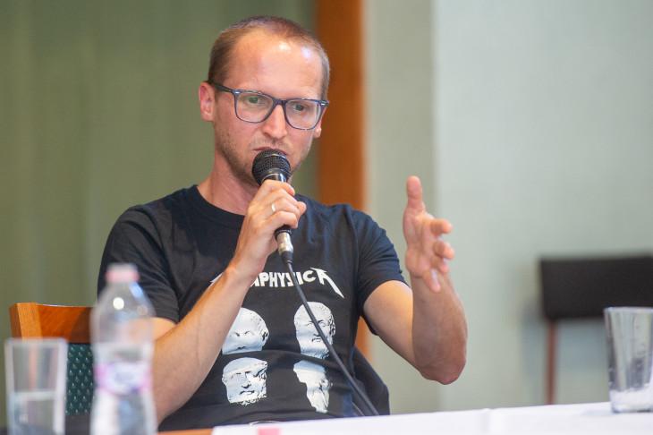 Beliczay László-Karácsonyi Zsolt, Thimár Attila és Demeter Szilárd beszélgetése a Trianon utóélete az irodalomban témában.