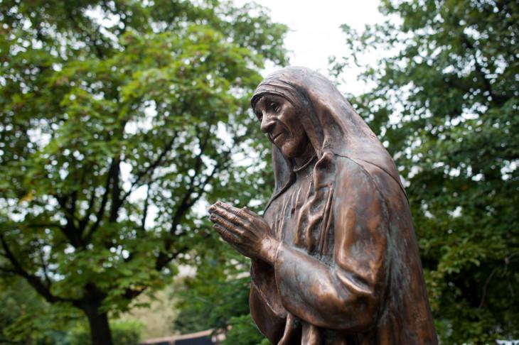 MTI/Marjai János-Teréz anya szobra, Mihály Gábor szobrászművész alkotása, amelyet 2014. szeptember 5-én avattak fel Budapesten.