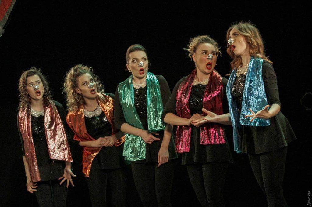Fővárosi Nagycirkusz-A 2017-ben alakult öttagú lányformáció, a Planshet Theatre tagjai