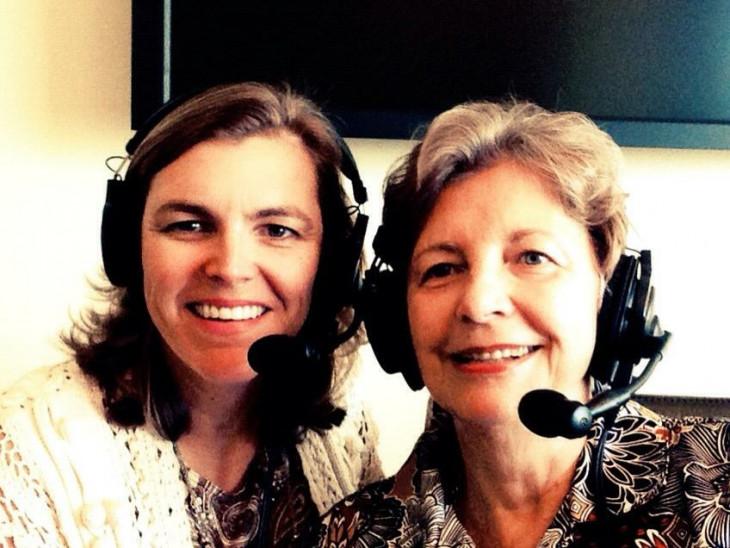 Amerikai Magyar Koalíció-Andrea Lauer Rice édesanyjával rádióinterjú közben