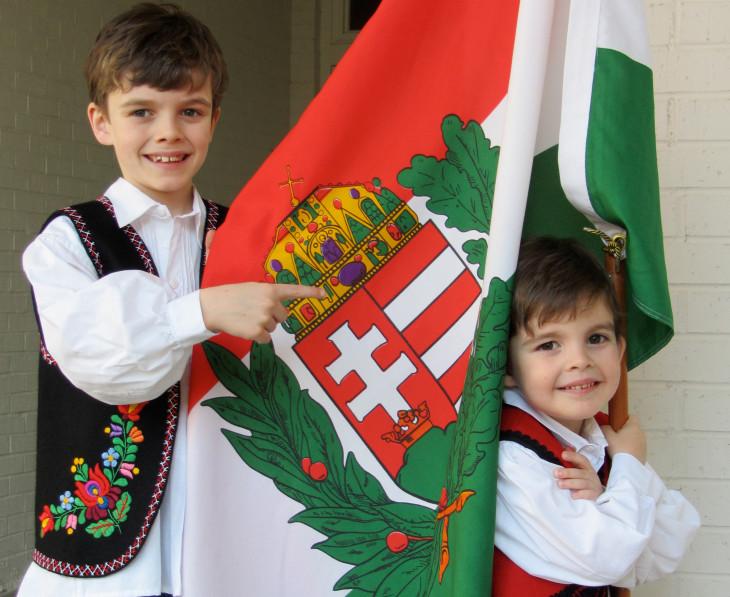 Amerikai Magyar Koalíció-Andrea Lauer Rice két gyermeke, Nicholas és John Patrik.