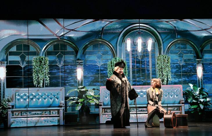 MTI/Bruzák Noémi-Molnár Piroska (b) Dragomirov hercegnő és Mórocz Adrienn (j) Greta Ohlsson szerepében