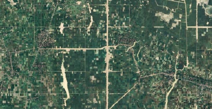 google-Falnagyított műhold térkép, ahol jól látható a diktatúra kényszermunkásai által ásott csatornák négyzethálós szerkezete.