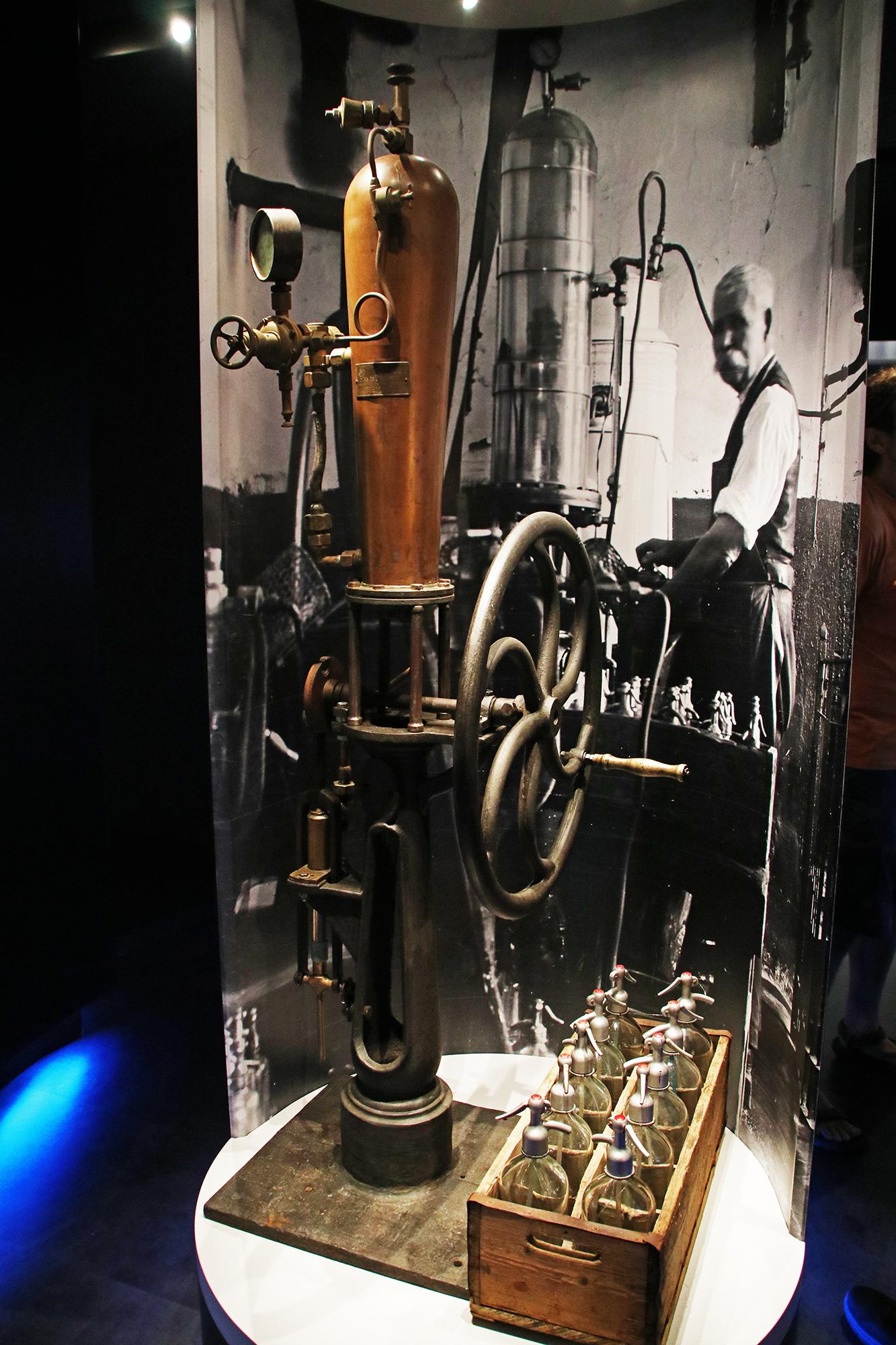 Hajónapló-Ilyen berendezéssel gyártották száz évvel ezelőtt a szódát
