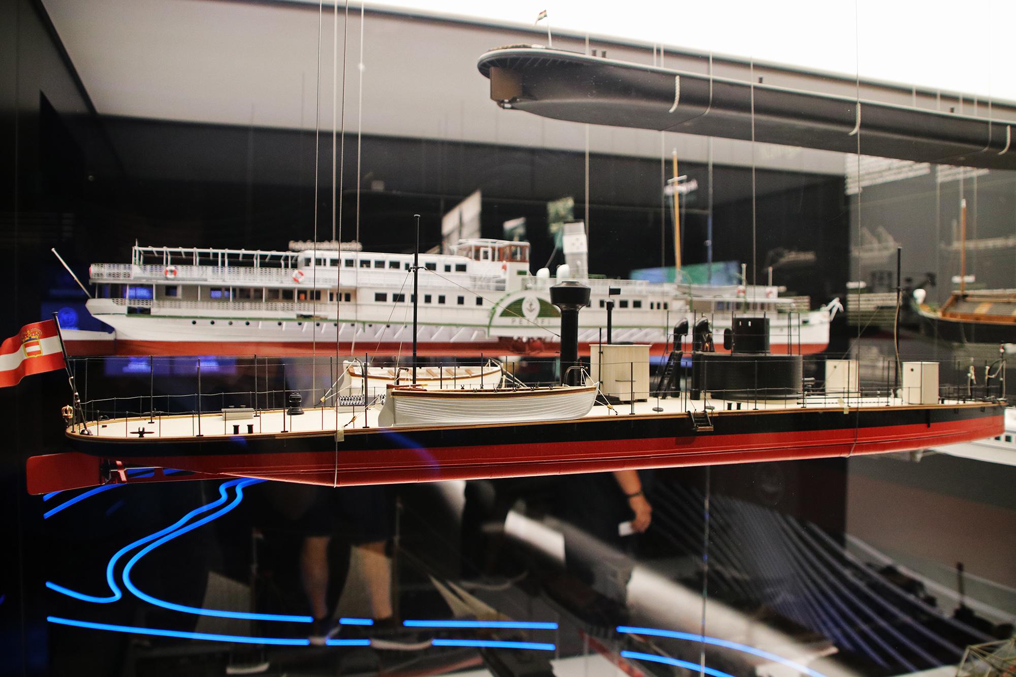 Hajónapló-A Monarchia üdvöskéje, a Lajta monitor hadihajó makettje