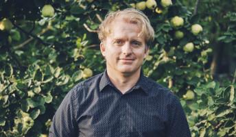 Balassi blogol, Petőfi kommentel – Lackfi Jánossal beszélgettünk