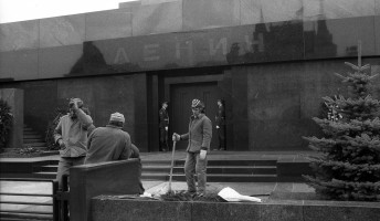 Kilinóleumozzák Lenin mauzóleumát?