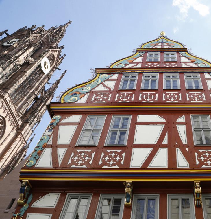 DomRömer GmbH-Középkori stílusban újjáépített favázas épület