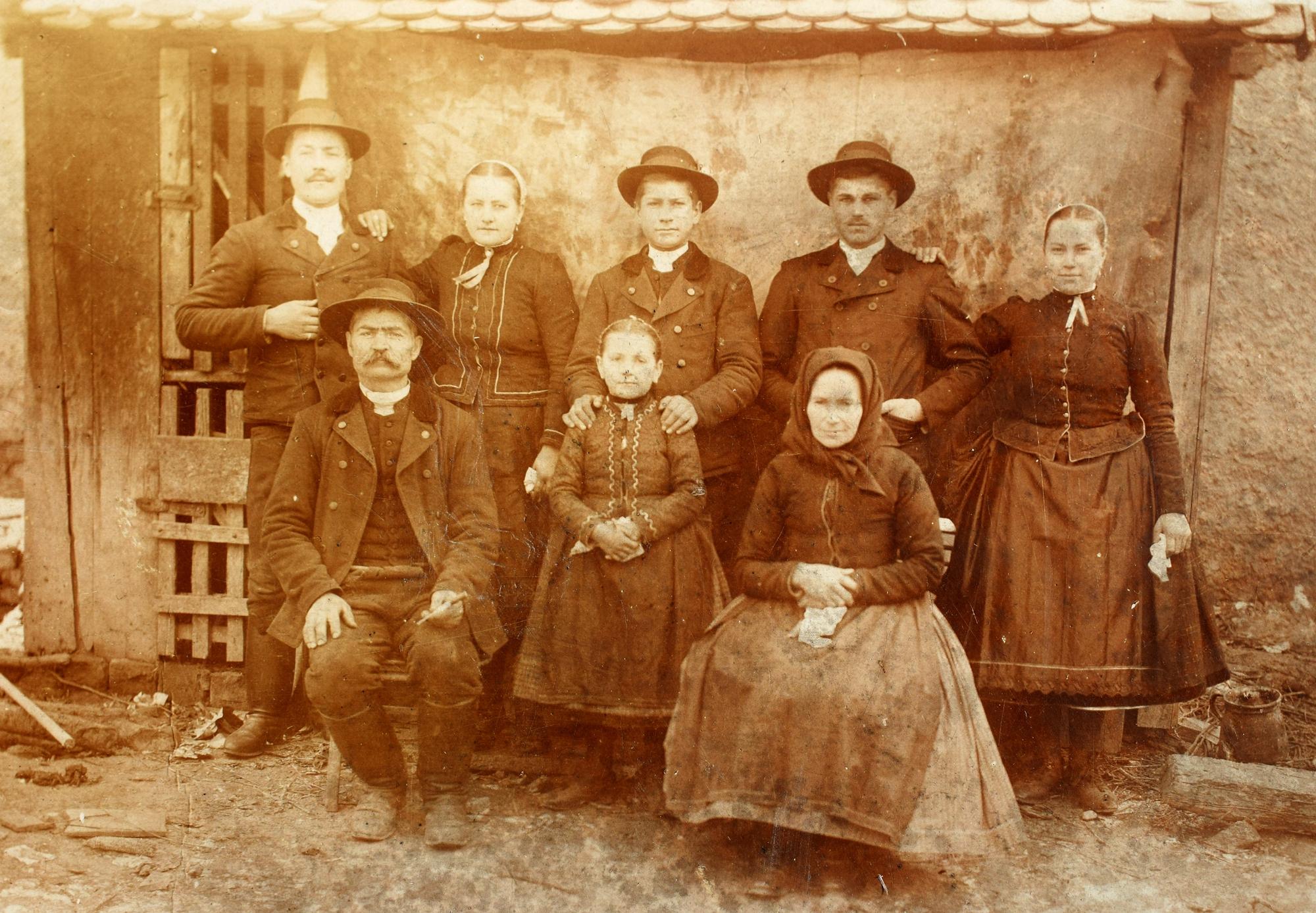Lekli Szabolcs gyűjteményéből-Kara Imre és családja