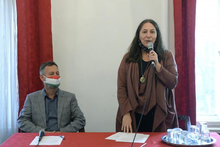 MTI/Soós Lajos-Erős Kinga, a Magyar Írószövetség elnöke (j) és Révész Máriusz aktív Magyarországért felelős kormánybiztos sajtótájékoztatón ismerteti az irodalmi pályázati programot a Magyar Írószövetség székházában 2020. november 9-én.