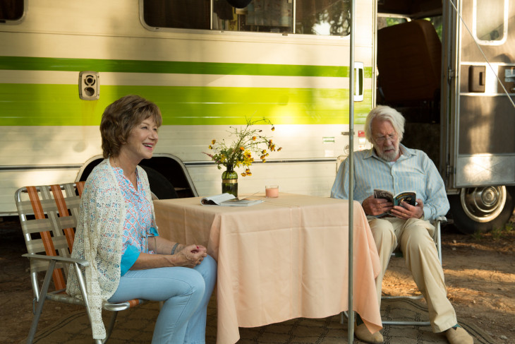 IMDB.com-Helen Mirren és Donald Sutherland az Örömjárgányban.