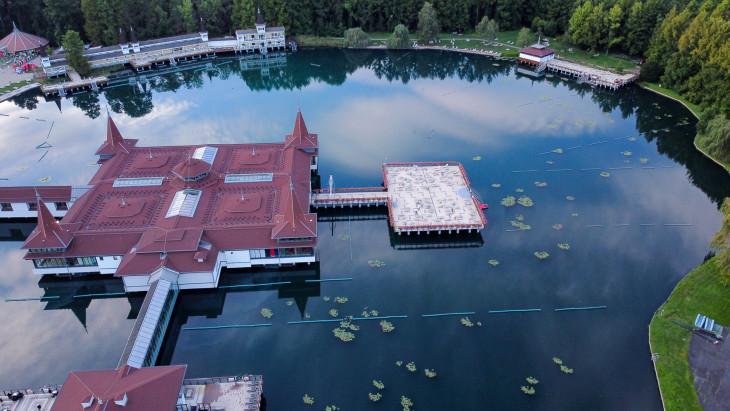 Nyírő András-A Hévízi-tó, ahogy a fecskék látják