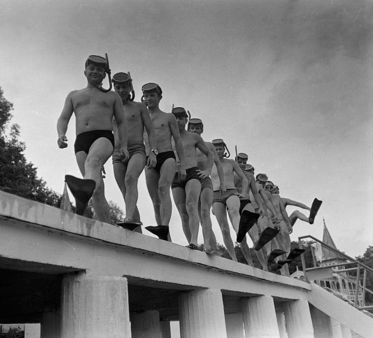 Fortepan-Búvárok a Hévízi-tó partján az 1960-as években