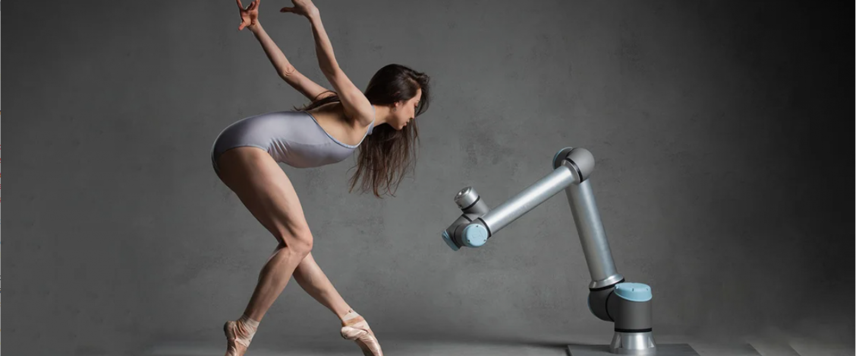 Atomfizikus balerina ipari robottal táncol